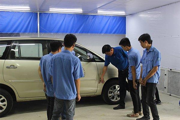 học đánh giá bề mặt sơn ô tô